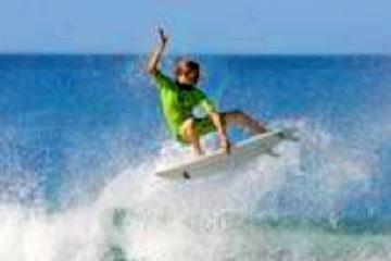 Surfing in Puntarenas Pavones