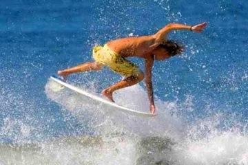 Surfing in Puntarenas Playa Matapalo