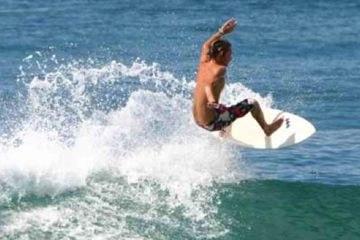Surfing in Puntarenas Playa Ventanas